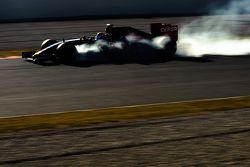 Carlos Sainz Jr., Scuderia Toro Rosso STR10 bloquea en la frenada