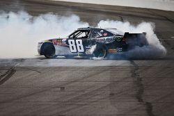 Kevin Harvick, Jr Motorsports Chevrolet celebra