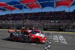 Largada: James Courtney, Holden Racing Team