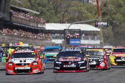 El inicio: James Courtney, Holden Racing Team leads