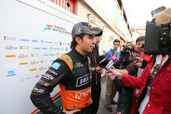 Sergio Pérez, Sahara Force India F1, con la prensa