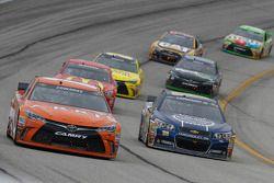 Carl Edwards, Joe Gibbs Racing Toyota, Dale Earnhardt Jr., Hendrick Motorsports Chevrolet