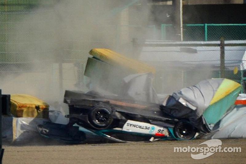 Accident de la #36 Lexus Team Petronas Tom's Lexus RC F: Daisuke Ito