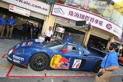 #16 JMB Racing Maserati MC-12 GT1: Christophe Pillon, Luca Pirri, Marcello Zani