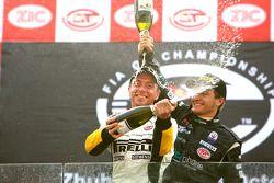 GT1 podium: champagne for Bert Longin