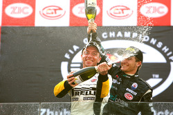 GT1 podium: champagne for Bert Longin