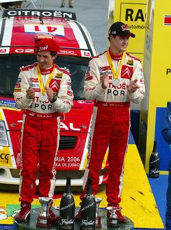 Podio: campeones del JWRC 2005 Daniel Sordo y Marc Marti celebrate