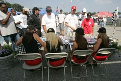 Autograph session for the ALMS girls