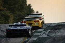 Corvette C6-R : Ron Fellows, Johnny O'Connell, Max Papis; Maserati Corse Maserati MC12 : Fabrizio De Simone, Andréa Bertolini, Fabio Babini