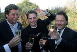 Christijan Albers celebrates his contract with Midland in 2006