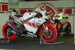 Yamaha YZR-M1 von Valentino Rossi im Sonderdesign für den GP Valencia 2005