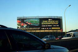 Tablero de publicidad gigante para la Carrera de Campeones 2005 en el 'Périphérique'