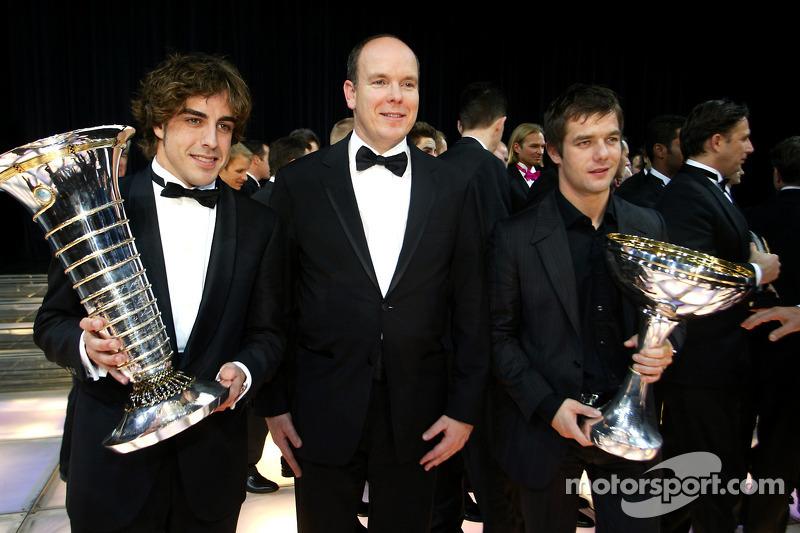 El campeón del mundo de F1 Fernando Alonso, el príncipe Alberto de Mónaco y el campeón del mundo de WRC Sébastien Loeb