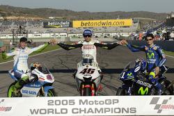 Motorrad-Weltmeister 2005: Tom Lüthi (125er), Valentino Rossi (MotoGP), Dani Pedrosa (250er)