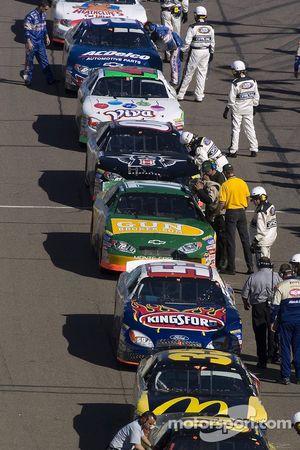 Cars line up on pitlane