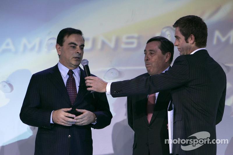 Глава компании Renault Карлос Гон и президент гоночной команды Renault F1 team Патрик Фор
