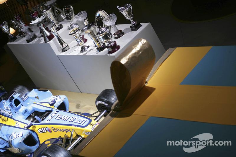 Trophies and Renault R25 on display
