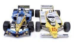 Photo de la Renault R25 de 2005, premier titre de champion du monde des Constructeurs pour Renault, et la Renault RS11 de 1979, qui a remporté un premier Grand Prix pour Renault