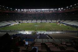 Samedi 26 novembre : minuit, la construction de la piste a débuté immédiatement après le match de ru