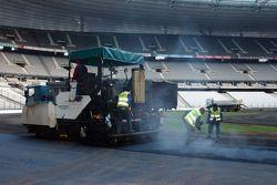Mardi 29 novembre : 720 tonnes d'asphalte pour faire la piste