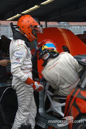 Johannes van Overbeek and Lonnie Pechnik practice driver changes