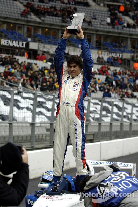 Robert Wickens fête sa victoire après la course
