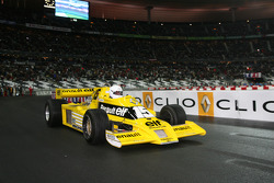 Демонстрационные заезды Рене Арну за рулем Renault F1 RS01