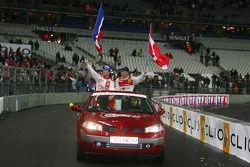Vuelta de la victoria para el ganador de la Carrera de Campeones Sébastien Loeb y subcampeón Tom Kri