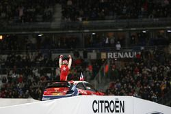 Super finale 2 : Sébastien Loeb fête sa victoire sur la Course des Champions