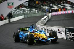 Demonstration of Franck Montagny in the World championship Renault F1 R26