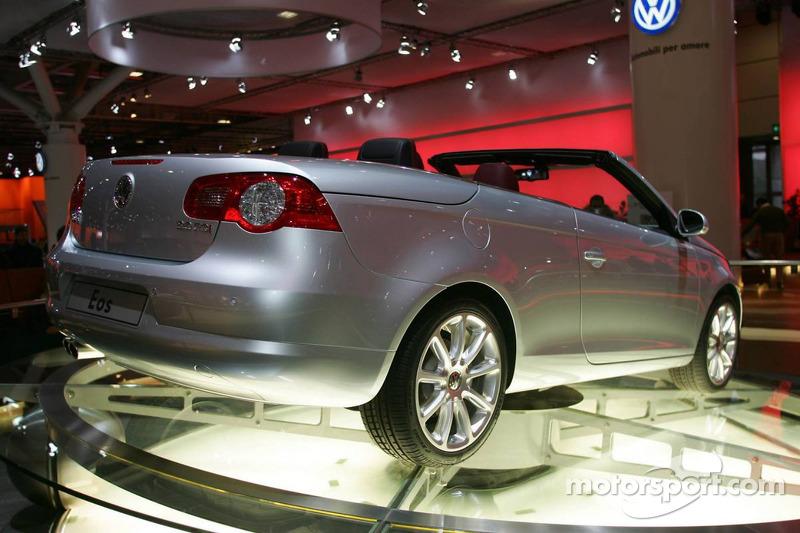 Volkswagen EOS At Bologna Motor Show - Eos car show