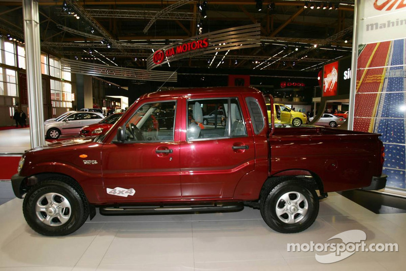 Mahindra Goa Pick Up Double at Bologna Motor Show