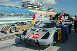 #58 Red Bull/ Brumos Racing, Porsche Fabcar: David Donohue, Darren Law