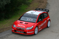 Себастьен Лёб и Даниэль Элена тетируют the Citroën C4 WRC 2007 во Франции