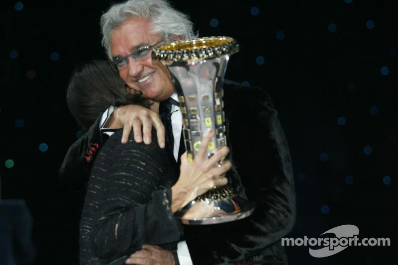 Patrizia Spinelli ve Flavio Briatore celebrate Formula 1 constructors championship