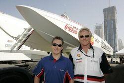 Robbie Kerr et le champion du monde de Class One Offshore Powerboa Steve Curtis