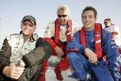 Le champion du monde de Class One Offshore Powerboat Steve Curtis, Chris Parsonage et Robbie Kerr