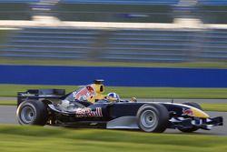 David Coulthard prueba motor del nuevo Red Bull Racing RB2