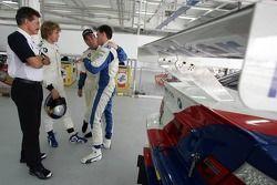 La BMW d'essai : Dr Theissen, Sebastian Vettel, Nigel Mansell et Dirk Muller