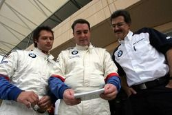 La BMW d'essai : Andy Priaulx, Nigel Mansell et Dr Mario Theissen