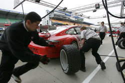 Entraînement d'arrêt au stand pour l'équipe Flying Lizard Motorsport