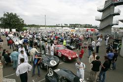 Les voitures de légende du Mans prêtent pour la piste