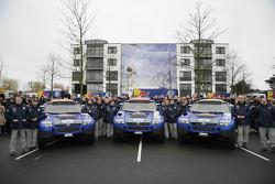 Volkswagen Motorsport departure in Wolfsburg: Jutta Kleinschmidt, Fabrizia Pons, Mark Miller, Dirk von Zitzewitz, Bruno Saby, Michel Périn, Carlos Sainz, Andreas Schulz, Giniel De Villiers and Tina Thorner
