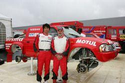 Présentation de l'équipe Nissan à Dessoude: Jun Mitsuhashi et Jacky Dubois