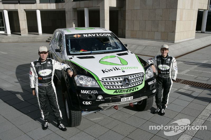 Equipe Kwikpower Mercedes-Benz : Ellen Lohr et Detlef Ruf posent avec le Kwikpower Mercedes-Benz
