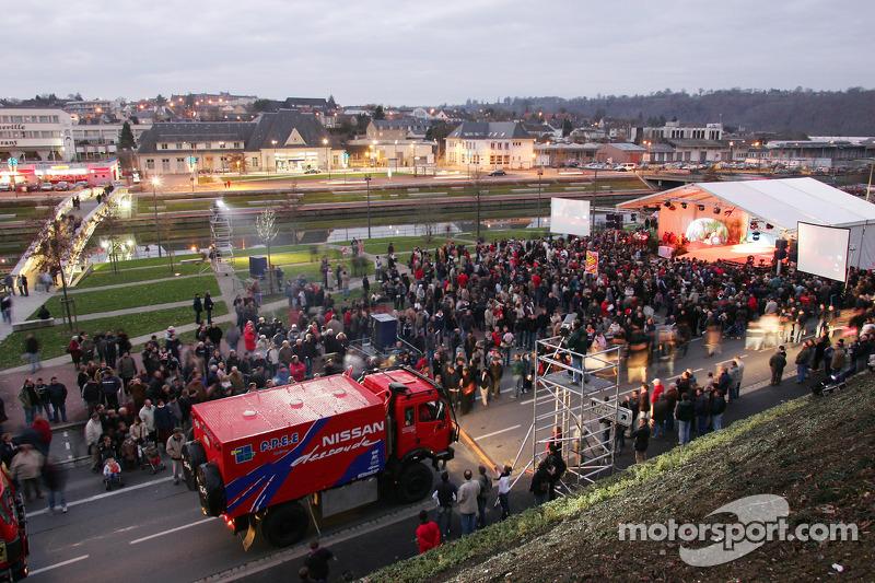 Présentation publique de l'équipe Nissan à Dessoude : Equipe Nissan Dessoude prête à partir pour Lisbonne