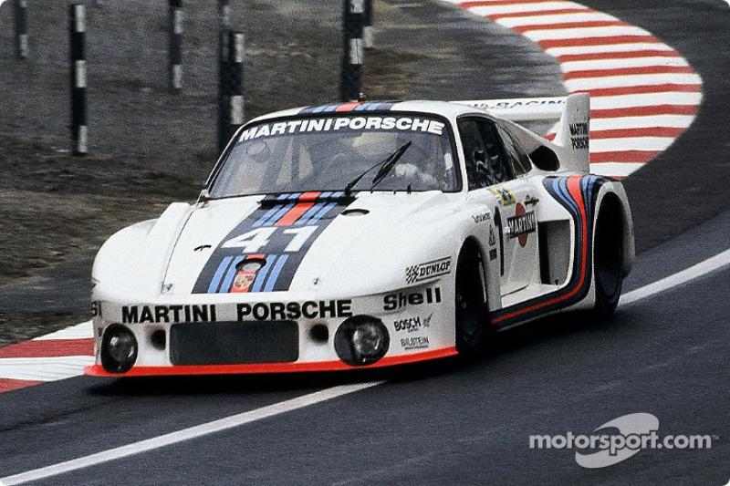 68 – рекордное количество лет участия в марафоне одного производителя. В общей сложности на эти годы на старт выходили 816 автомобилей Porsche (из которых 413 добирались до финиша). Машины немецкой марки присутствуют в Ле-Мане непрерывно с 1951 года – либо в прототипах, либо в GT, либо сразу в обоих классах
