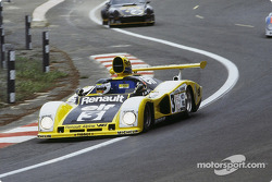 #3 Renault Sport Renault-Alpine A442A: Derek Bell, Jean-Pierre Jarier