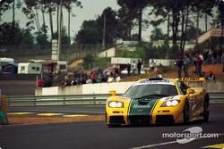 Энди Уоллес, Джастин Белл, Дерек Белл, Harrods McLaren F1 GTR