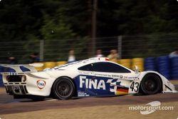 #43 Team BMW Motorsport McLaren F1 GTR BMW: Peter Kox, Roberto Ravaglia, Eric Helary